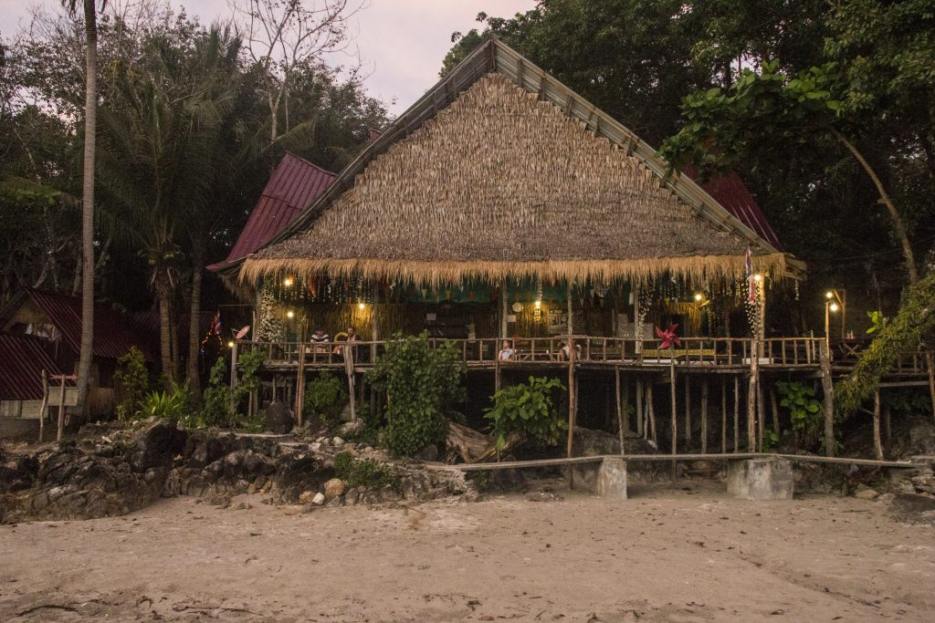 Koh-Chang-Lon-Beach-bar-restaurant