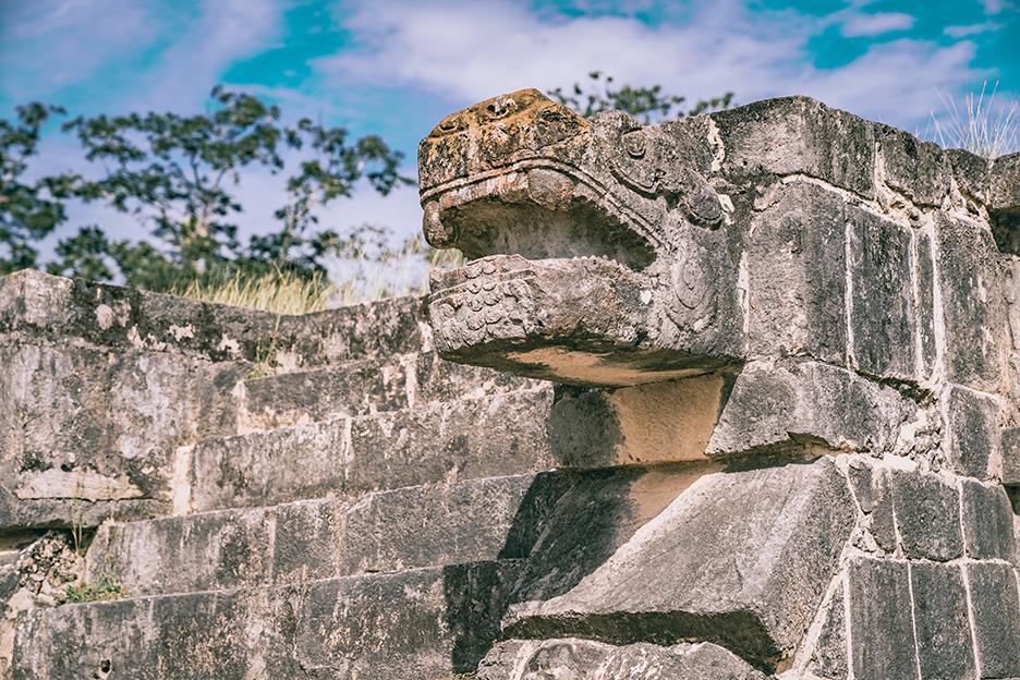 Strefy archeologiczne na Jukatanie: detal w Chichen Itza