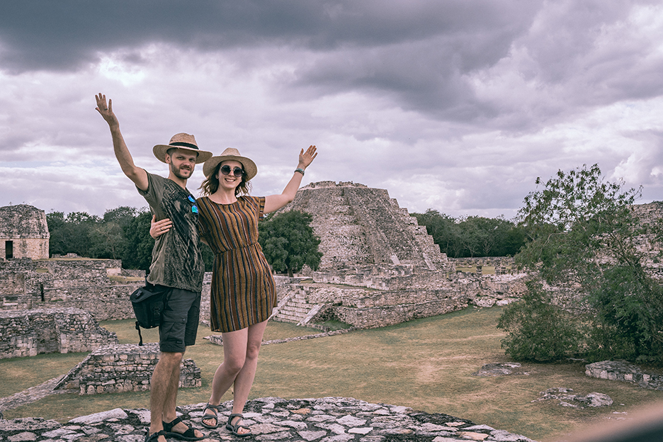 Podroznicy i Piramida Kukulkana w Mayapan