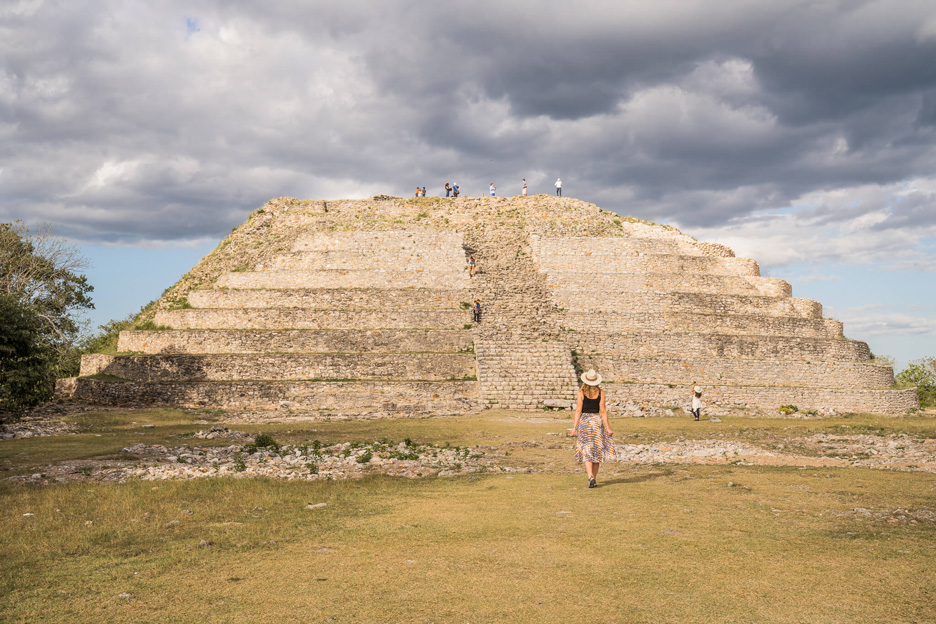 Meksyk, Jukatan, Izamal. Piramida Kinich Kakmó