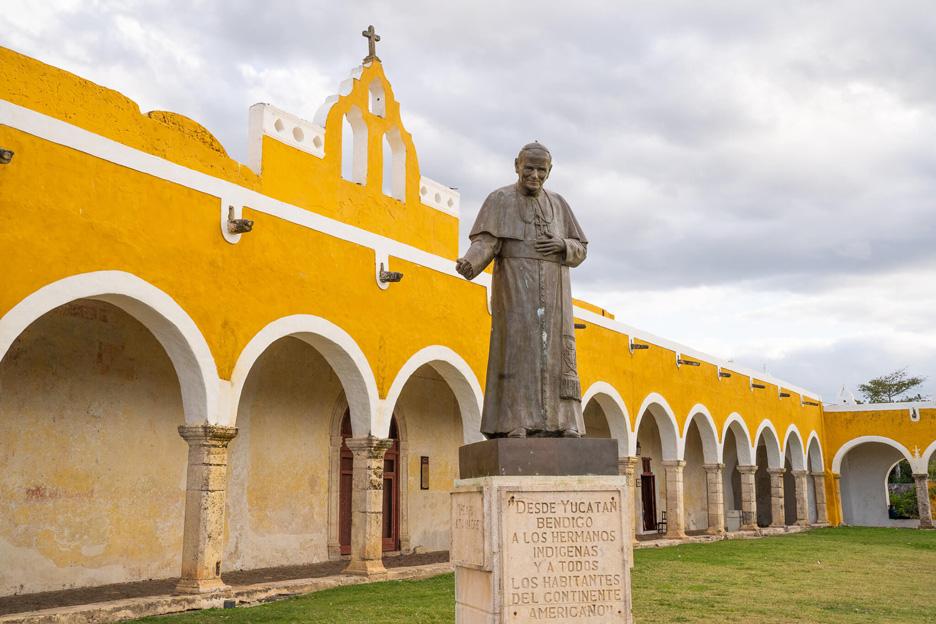 Meksyk, Jukatan, Izamal. Pomnik Jana Pawła II