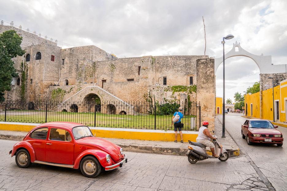 Meksyk, zwiedzanie Izamal na Jukatanie, ulica