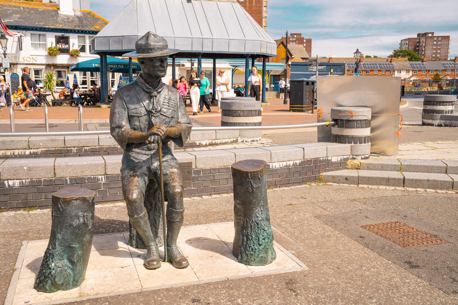 Port Poole, posąg Roberta Baden-Powella