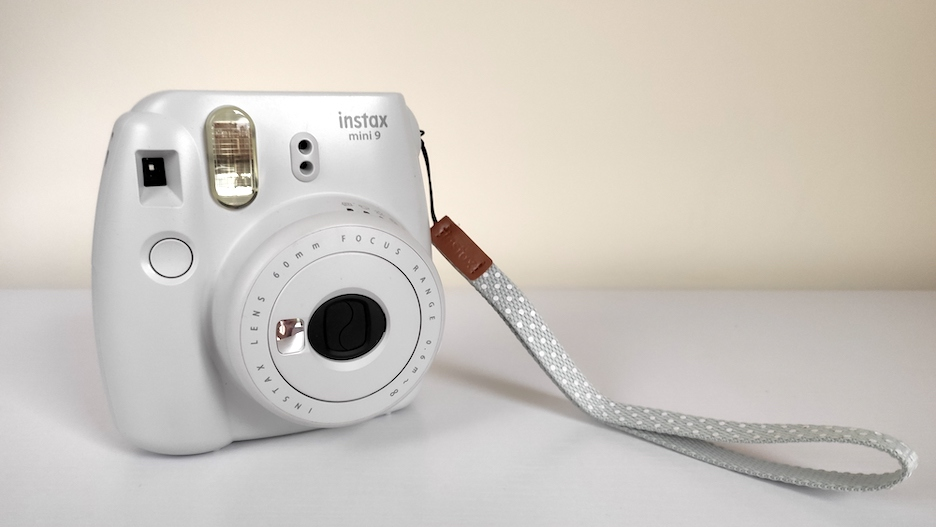 Prezent dla podróżnika, aparat Instax mini 9